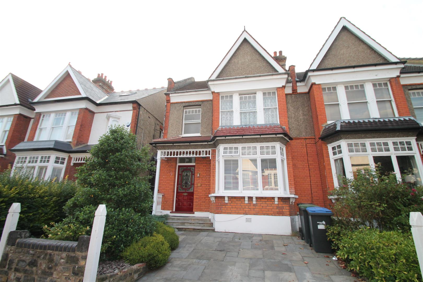 3 Bedrooms Flat for sale in Old Park Road, Palmers Green, London N13